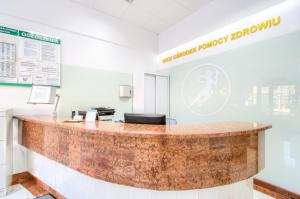 Ośrodek Pomocy Zdrowiu - recepcja przychodni na Woli od strony ul. Dzika