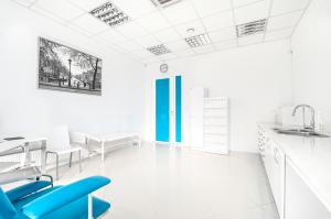 Ośrodek Pomocy Zdrowiu - gabinet lekarski - przychodnia Nowolipki  róg Bellottiego (Wola), w którym przyjmuje laryngolog, dermatolog, alergolog, geriatra